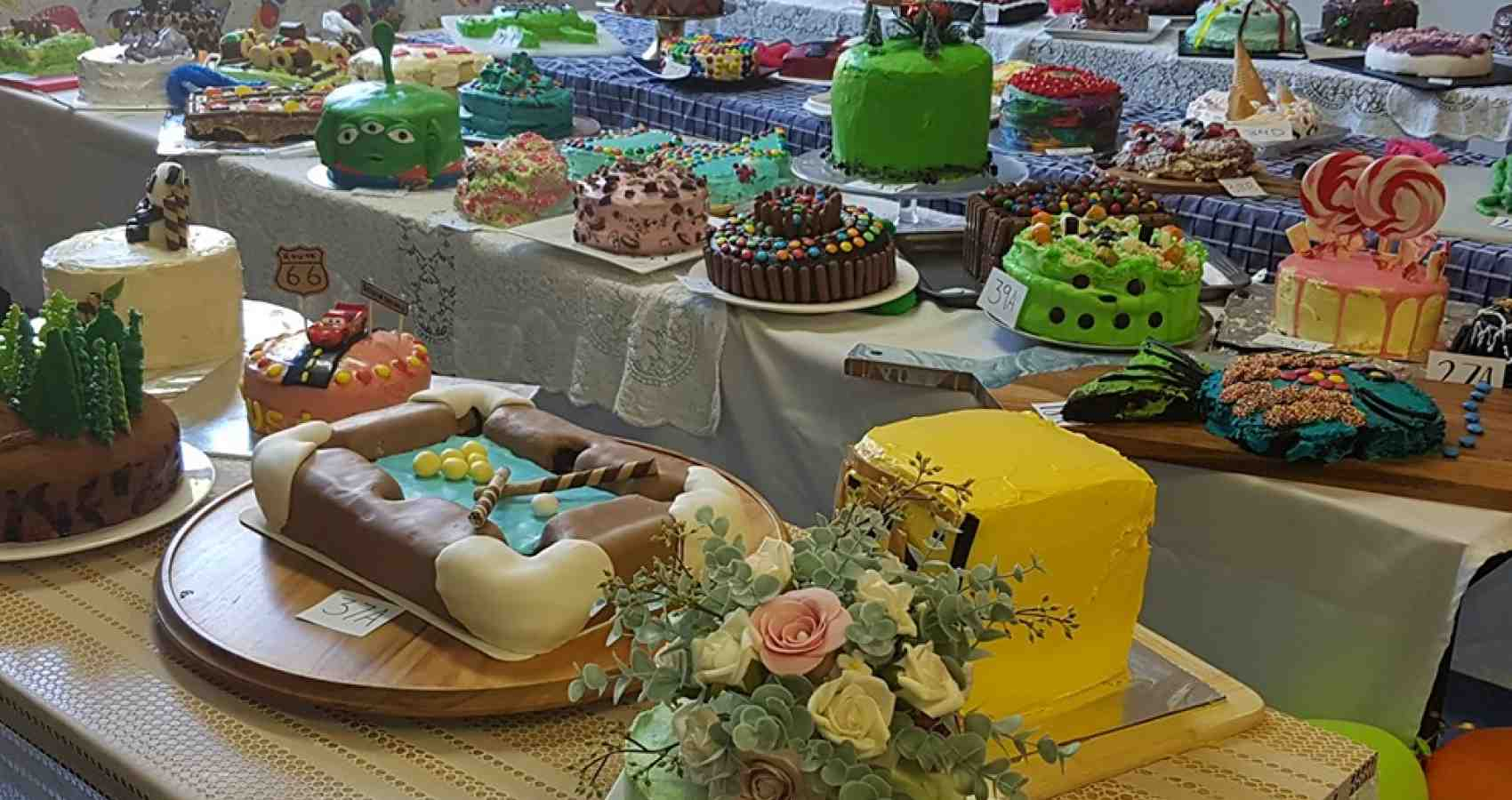 Full table cakes